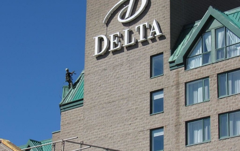 Delta / Marriott Fredericton – Metal Roof Paints